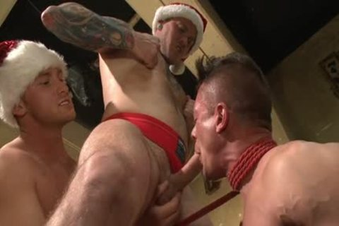 Muscle homo fastened With cumshot