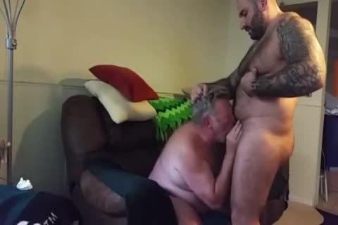 chunky Daddy acquires poked By Muscle Bear