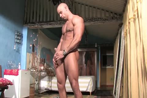 Muscle God Buck Branson Muscle Flexing jack off   Cums