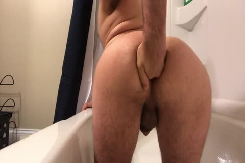 messy whore Fisting In The Tub